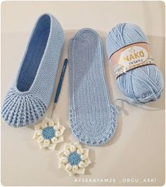 Good morning souls # mavişleregel I won't have the blue labor. Crochet Boots, Crochet Gloves, Crochet Slippers, Crochet Baby, Knit Crochet, Learn Crochet, Pinterest Crochet, Crochet Slipper Pattern, Crochet Patterns