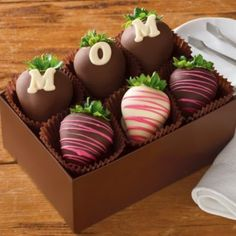 Chocolate Covered Strawberries Discover Harry and David Chocolate-Covered Strawberries All daughters want to spoil Mom for Mothers Day but if youre on a budget its tough to find a luxurious gift that fits the bill. Luckily these eight Mothers Day Chocolates, Mothers Day Desserts, Mothers Day Cake, Mothers Day Cupcakes, Chocolate Covered Treats, Chocolate Dipped Strawberries, Chocolate Gifts, Chocolate Art, Strawberry Dip