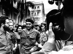 El Che indito. Una de las imgenes del libro Conocido Desconocido, que La Fbrica Editorial ha publicado con imgenes inditas de la Revolucin Cubana tomadas por el fotgrafo Alberto Korda, autor de la legendaria foto del Che Guevara.