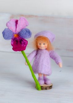 Little felt figure, flower fairy, Pansy, for the spring nature tabel >waldorf inspired< von lepetitagneau auf Etsy