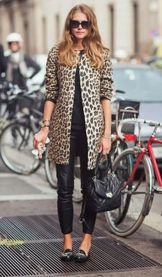 Why not opt for a camel leopard coat and black leather skinny jeans? As well as super comfy, these two pieces look great when worn together. Go off the beaten track and shake up your look by rocking a pair of black leather loafers. Casual Street Style, Style Casual, Mantel Outfit, Look 2015, Look Blazer, Leopard Print Coat, Leopard Jacket, Outfit Jeans, Inspiration Mode