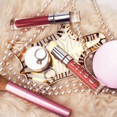 Everything you need for that amazois Valentine's Day date makeup. #makeupinspo #mallybeauty #favoritemakeup #lipgloss #pink #pinkmakeup