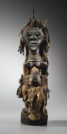 SONGYE FIGURE, DEMOCRATIC REPUBLIC OF THE CONGO -  haut. 97 cm (avec la corne) 38 3/4 in.