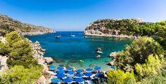 Gresk øy med en gamleby du aldri har sett maken til - Aftenposten Greece Travel, World Traveler, Science And Nature, Vacation Trips, Santorini, Places To See, Golf Courses, River, Outdoor Decor