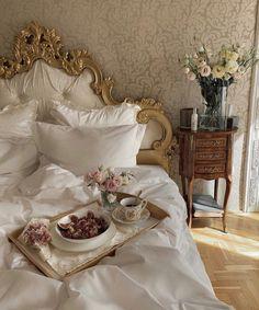 Dream Rooms, Dream Bedroom, Rich Girl Bedroom, Room Ideas Bedroom, Bedroom Decor, Royal Room, Decoration Chic, Princess Room, Princess Palace