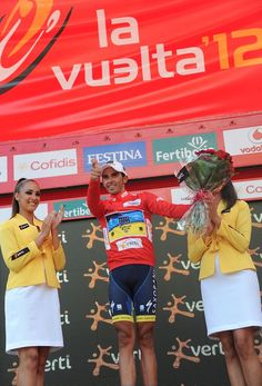 O dear, the trigger finger's back! Alberto Contador takes stage 17 of the Vuelta. Trigger Finger, Times Square, Stage, Green, Carpal Tunnel Syndrome
