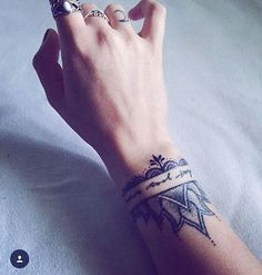 ideas tattoo ideas wrist inspiration henna designs for 2019 Trendy Tattoos, Small Tattoos, Tattoos For Women, Tattoos For Guys, Cool Tattoos, Wrist Tattoos, Arm Band Tattoo, Body Art Tattoos, Sleeve Tattoos