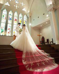 ・ 選ぶものによって印象が変わるベール、TAGAYAでは様々な種類のベールを取り扱っております。 ・ #weddingphoto#結婚写真#結婚準備#プレ花嫁#ウェディングフォト#花嫁準備#結婚式#洋装#chrch#stainedgrass#tagaya#veil#weddingveil#ロングベール#dress