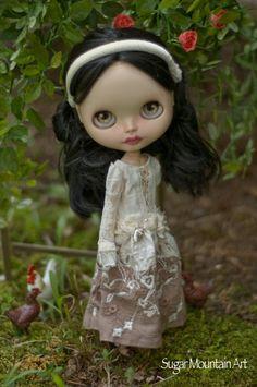 Ocean Whispers. Sugar Mountain Maxi Dress, Summer Pants And Velvet Headband For Blythe Doll by SugarMountainArt on Etsy https://www.etsy.com/listing/456215036/ocean-whispers-sugar-mountain-maxi-dress