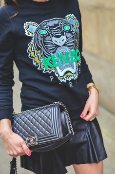 Outfit / Look / Fashion / Blogger / Style / Kenzo / Tiger / Sweater / Sweatshirt / Pullover / skirt / schwarzer / Mini chanel / boy / bag / Tasche / stephanie van klev