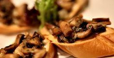 Bruschetti cu ciuperci - Aperitive - Retete Vegetariene Bruschetta, Garlic, Vegan, Vegetables, Food, Essen, Vegetable Recipes, Meals, Vegans