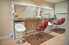 Maquiadora Michele Parente Curitiba Makeup Studio, Room Decor, Mirror, How To Make, Furniture, Design, Wall, Makeup Organization, Makeup Beauty Room