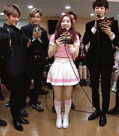 Suho is so tiny he can't even stand behind Dahyun ;; (1/2)