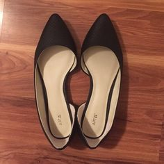Apt 9 chic pointed-toe black flats These are black and fairly new black flats with a pointed toe. This classy style can be worn with a formal or casual look. The price is negotiable. Like, share, buy, or send me an offer! Apt. 9 Shoes Flats & Loafers