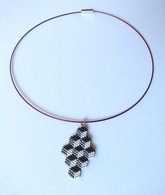 Collier miyuki géométrique cube perspective rose, violet et noir : Collier par beads-and-coffee