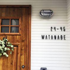 Entrance/外壁/表札/玄関ドア/アイアン/マリンランプ...などのインテリア実例 - 2017-12-19 05:18:51 | RoomClip (ルームクリップ) Front Design, Door Design, Marine Lighting, Name Plate Design, Surf House, California Style, House Numbers, Entrance, Modern Design