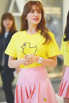 "© COTTON POP ""do not edit the picture or crop the logo "" South Korean Girls, Korean Girl Groups, Jung Chaeyeon, Kim Chungha, Choi Yoojung, Jeon Somi, Queen, Ulzzang Girl, Mamamoo"