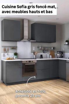 Besoin d'un maximum de rangements dans un minimum de place ? La cuisine en L Sofia est faite pour vous. Avec ses 3 meubles hauts et ses 5 meubles bas dont un d'angle avec rangement intégré et un pour intégrer un four, vous bénéficierez d'une grande capacité de rangement. Tendances en gris foncé, ces meubles apporteront du caractère à votre cuisine.