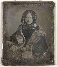 Portret van een vrouw met bontstola, anoniem, 1844