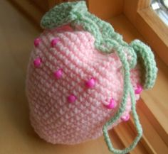 Sweet strawberry purse in light pink