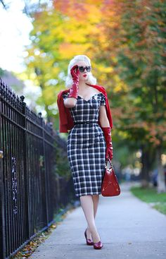 Have I mentioned I love Fall? A gradual transition this year has made the season feel slow and extra magical, as we've . Retro Fashion 50s, Vintage Inspired Fashion, Fashion Over 50, Vintage Fashion, Love Vintage, Vintage Mode, Vintage Glamour, Vintage Pins, Vintage Style