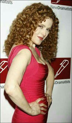 Beautiful Celebrities, Beautiful Women, Bernadette Peters, Red Hair Woman, Neon Outfits, Gorgeous Redhead, Classic Actresses, Voluptuous Women, Famous Women