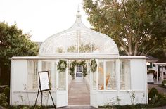 This London-imported conservatory is the ultimate wedding venue fit for a King and Queen. Greenhouse and glasshouse venue dreams set in Texas. Photo: Archetype Photo