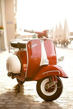 Gorgeous classic red Vespa, style that nevers goes out of fashion.