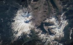 Jeff Williams @Astro_Jeff  Aug 16 Mount St. Helens looks spectacular from directly above! #FindYourPark #NPS100 Hi-res here:  http://eol.jsc.nasa.gov/Collections/Composites/img/hires/jsc2016e094764.jpg …