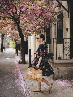 Gingham Shoes, Pink Blossom, Embroidered Clothes, Office Outfits, Outfit Posts, Veronica, I Dress, Pink Flowers, Street Style
