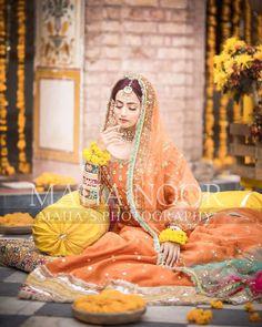latest fashion,stylish mahndi dress,latest bridal photoshoot by zarnish khan,bridal photoshoot ideas Pakistani Mehndi Dress, Asian Wedding Dress Pakistani, Bridal Mehndi Dresses, Bridal Dress Design, Pakistani Wedding Dresses, Bridal Outfits, Bridal Lehenga, Pakistani Suits, Punjabi Suits
