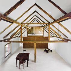 Wir zeigen euch ein paar gelungene Umbaumaßnahmen zum Loft und verraten euch, welche Möbelstücke in einer Wohnung im Loft Style auf keinen Fall fehlen sollten.