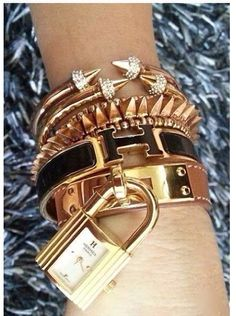 Love this stacked bracelet look from Hermes donthatemecosyouaintme look fashion jewelry accessories ootd bracelet love hermes style Jewelry Accessories, Fashion Accessories, Fashion Jewelry, Fashion Bags, Cartier Love Bracelet, Bracelet Watch, Hermes Bracelet, Fashion Bazaar, Turbans