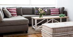 No hay nada mas cómodo que un sillón en L con floor cushions para estar en la calma de tu hogar pero con el mejor estilo.