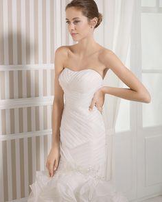 8S187 LUCE   Wedding Dresses   2015 Collection   Luna Novias (close up)