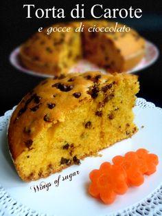 Torta soffice di carote e gocce di cioccolato ricetta. Morbida e golosa perchè arricchita con gocce di cioccolato- wings of sugar blog