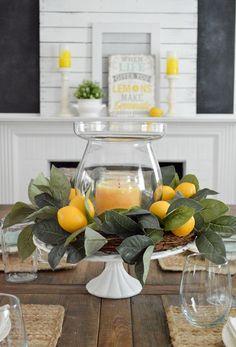 Simple Summer Decorating Home Tour | Decorating idea: need a centerpiece, fast? Use a cake plate, like this vintage milk glass pedestal I picked up out thrifting! Just layer it with a vase and candle. Encircle with a wreath, and you're done! #easyhomedecorations Summer Decoration, Decoration Table, Summer Mantle Decor, Summer Table Decorations, Summer Centerpieces, Centerpiece Ideas, Summer House Decor, Candle Centerpieces For Home, Ideas Candles