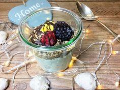 Vanillequark mit Quinoa- und Dinkelflocken - mit Magerquark, Vanille, Vanille Whey, Quinoa, Dinkelflocken, Xucker light und Schokoladendrops ohne Zucker.