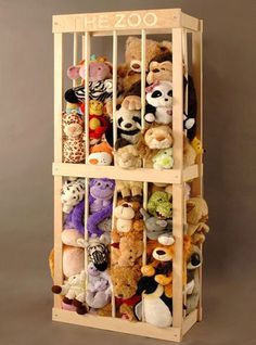What a great stuffed animal storage idea for a kid's playroom or bedroom! Little Ones, Little Girls, Ideas Para Organizar, Toy Rooms, Kids Playing, Diy Projects, Pallet Projects, Toy Organization, Organizing Ideas