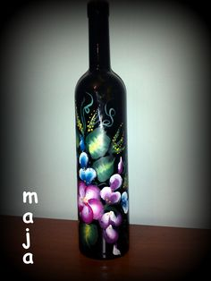 one stroke painting on the wine bottle