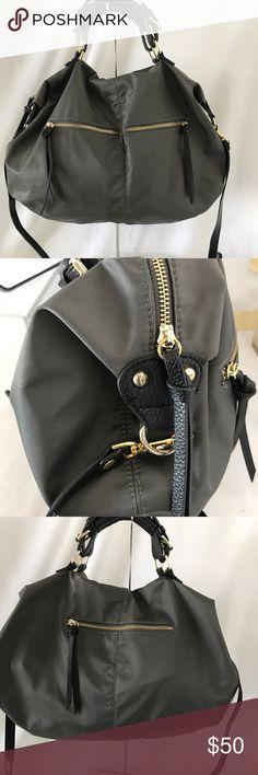 Steve Madden large crossbody bag Looks great just has gentle used. Steve Madden Bags Crossbody Bags