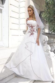 Bruidsjurken, trouwjurken, bruidsmode van Ladybird 32002 iv burgundy si.jpg