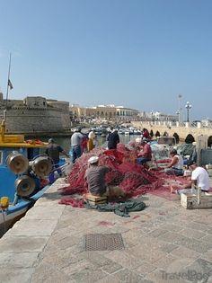 Puglia / Gallipoli - pescatori del porticciolo