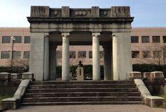 【熊本市】旧市役所の玄関部分がある場所に移設されている?!   Y氏は暇人