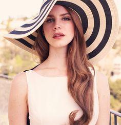 Ou�a West Coast, a nova m�sica de Lana Del Rey