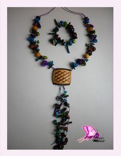 Colección ORIGENES Taller de Diseños Atavíos de la Mussa 2014  OFICIO: Bisutería TÉCNICA: Enchapado LINEA DE PRODUCTO: Accesorios MATERIALES: bolas de madera,semillas de durazno,tagua,bombona,coco,nacar,cristales de murano,piedras semipreciosas Piezas de Diseño con Identidad !! CONTACTO; DIANA MARIA VARELA( ataviosdelamussa@yahoo.es)