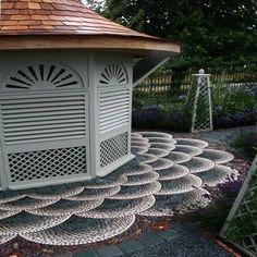 Káprázatos járdák és kerti utak folyami kövekből, kavicsokból! Lenyűgöző tippek! Garden Paving, Garden Paths, Garden Art, Concrete Garden, Pebble Garden, Garden Mosaics, Pebble Mosaic, Mosaic Diy, Stone Mosaic