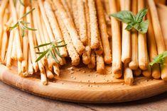 Ricetta grissini fatti in casa - Non sprecare Comidas Lights, Crackers, Biscotti, Coco, Fudge, Hummus, Italian Recipes, Asparagus, Carrots