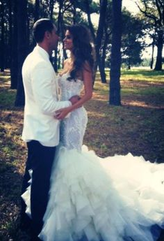 I will have a dress like this for my big day! LOVE mermaid style with sequins!