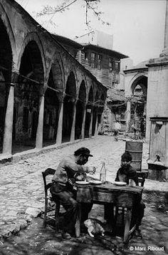 Sıra geldi eski İstanbul semtlerin fotoğraflarına.Şaşıracaksınız nasıl değişmiş...İstanbul'un nüfusu ilk göze çarpıyor    Buyrun...    Aksa...